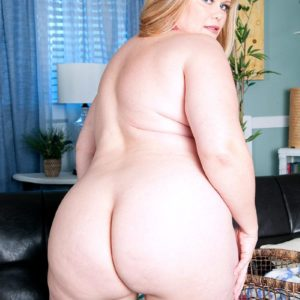 BBW model Marcy Diamond unleashing huge ass from denim shorts to pose nude