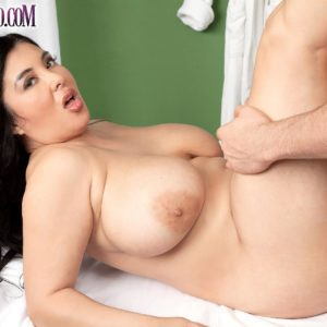 Chunky dark haired MILF Daylene Rio getting nailed by masseur on massage table