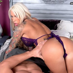 Inked yellow-haired MILF porno starlet Lolly Ink revealing chubby juggs for nip sucking