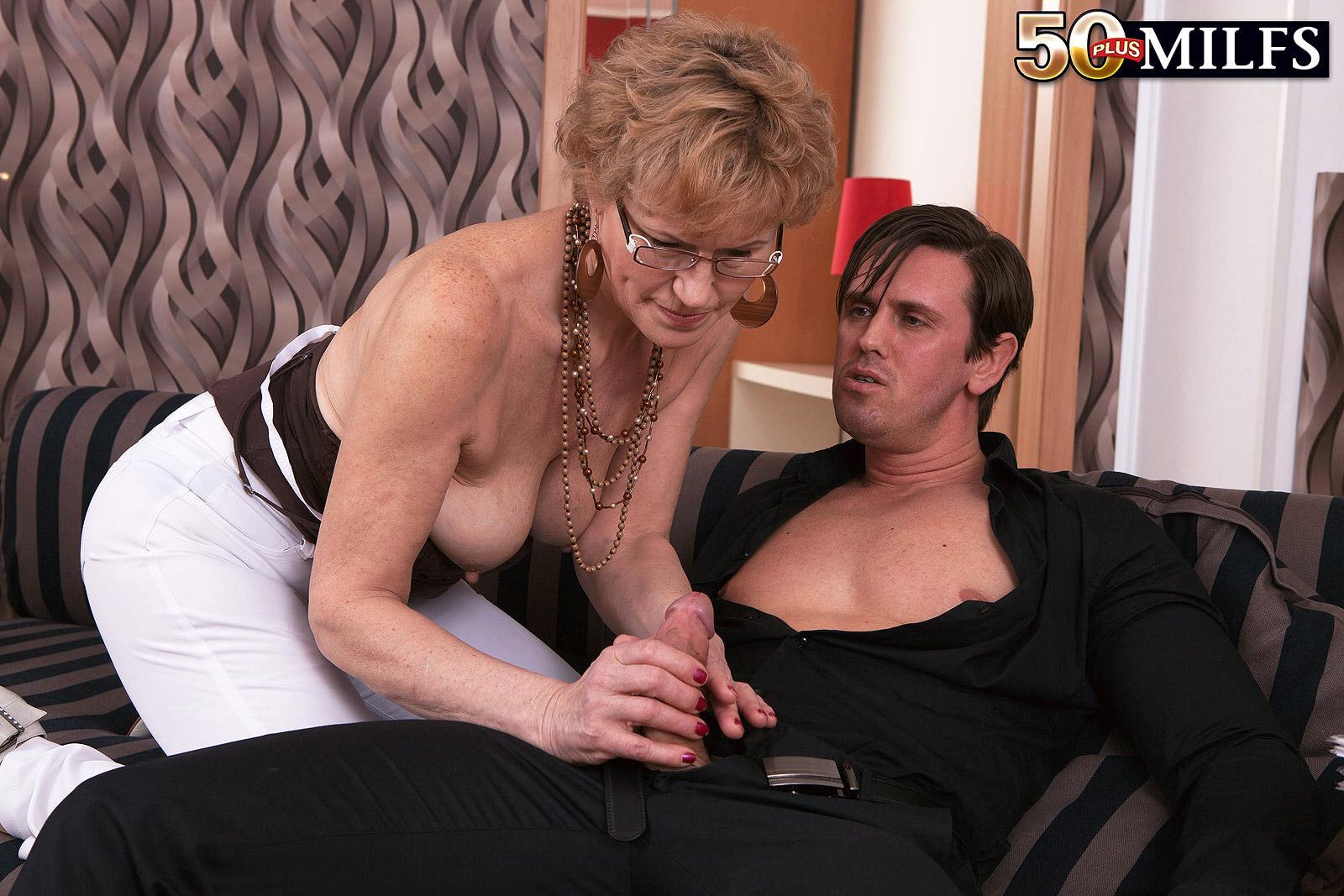 Executive mature women and boys — photo 4