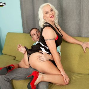 Over 60 XXX adult starlet Veronica Vaughn uncovering huge aged knockers before delivering oral pleasure