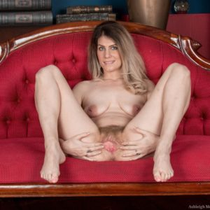 Gangly blonde amateur Ashleigh McKenzie freeing puny floppy boobies and wooly beaver