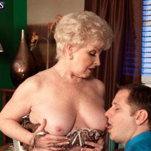 Grannie XXX video starlet Jewel seducing sex from junior boy in work place wearing tan hose