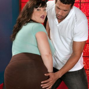 Dark-haired BIG BEAUTIFUL WOMAN Kelly Shibari makes a guy blessed with her huge knockers and erect nipples