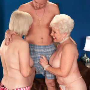 Filthy grannys Jewel and Lola Lee delivering dual oral jobs in tan hose