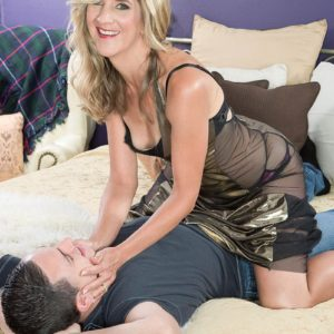 Foxy aged gal Lauren De Wynter tempts younger guy and gives him a blowjobs