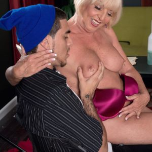 Mature femmes Jenna Covelli and Scarlet Andrews seduce younger boys at a diner