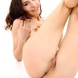 Ukrainian solo chick Adel Morel toys her trimmed cunny after disrobing naked