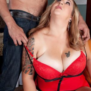 Yellow-haired BIG HOT LADY Dani Moore reveals her immense knockers before delivering a fellatio in lingerie