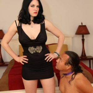 Brunette gf Shae Fatale hog trusses her male before stripping to her lingerie and high-heels