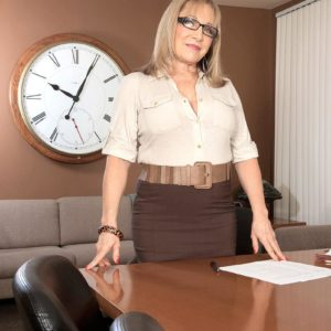 Over Sixty tutor Luna Azul tempts a male college girl in her work place