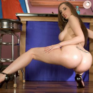 White MILF Kelly Divine dirty dances her bubble ass preceding to dildoing her wild beaver