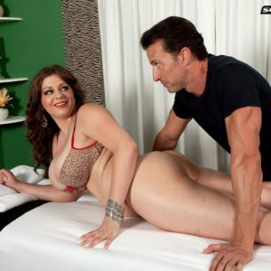 Plump girl Jessica Roberts is undressed and seduced by her masseuse