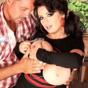 Dark haired MILF Arianna Sinn has a boy munch her cooter and erect nips after boot licking