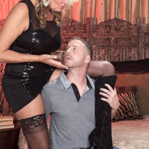 Fair-haired cougar Dallas Matthews has her muff blown after seducing a junior dude