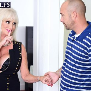 Fantastic grandmother Leah L'Amour deep throats and bangs a enormous penis while her spouse sleeps