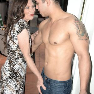 Over 60 MILF Mona gives a blowjobs after seducing a junior guy in her backyard