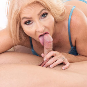 Magnificent fair-haired grandmother Chery Leigh flashes a younger guy while seducing him