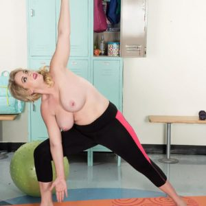 Plumper ash-blonde Rockell uncups her excellent boobies while working out in yoga pants by herself
