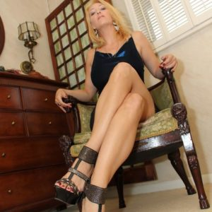 Wondrous platinum-blonde girlfriend Charlee Chase makes her subby spouse submissive blow a strapon cock