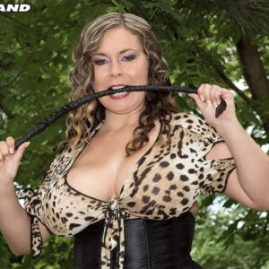 Chubber MILF Jana possesses a flog while loosing hooters during an outdoor handjob