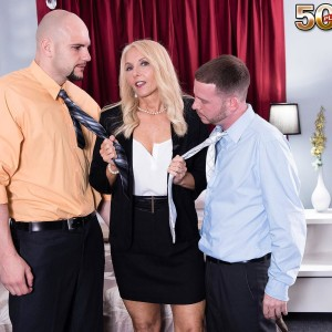 Tempting mature blond Chery Leigh fellates a duo of junior men's cocks at once