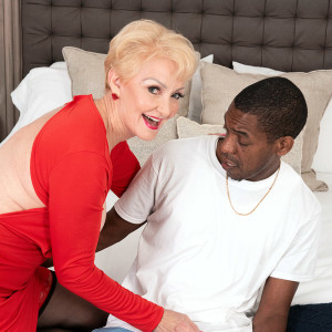 Bosomy blond grandma Seka Black holds a Voyeurism Tom's big black penis in her hand