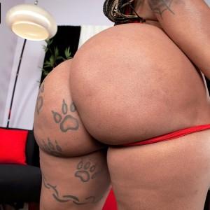 Ebony MILF Diamond Monroe exposes her inked adorned immense rump