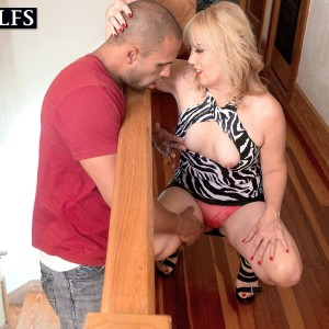 Expert light-haired cougar Rebecca Williams seducing younger stud for sex on bed