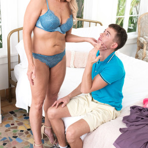 Fabulous blond granny Chery Leigh demonstrates a younger stud while seducing him