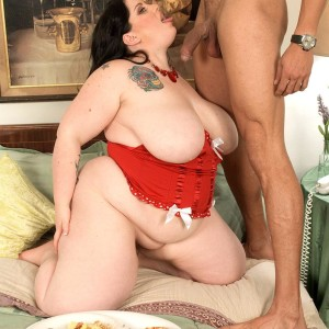 Huge jugged SSBBW Glory Foxxx slurping cock while gobbling breakfast in bed