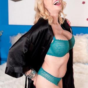 Senior sandy-haired broad Alexa Rae freeing hefty titties from bra to breast bang huge black cock