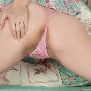 Shoeless amateur Ashleigh McKenzie parts her legs to play with her total bush