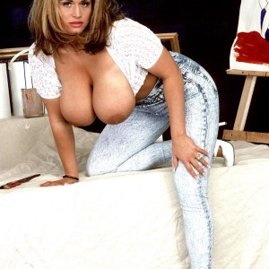 Well-known MILF XXX vid star Tawny Peaks unveiling monster boobs outfitted faded denim jeans