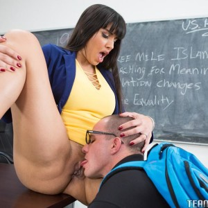 Black-haired Latina professor Mercedes Carrera boinks and wanks in her classroom