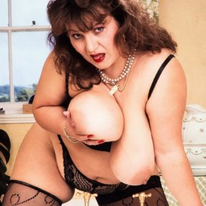 Experienced BIG SEXY WOMAN Ildiko plays with her humungous tits in uber-sexy tights during solo act