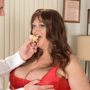 Over weight sweetheart Jennifer takes a cum shot on her immense tits while slurping food