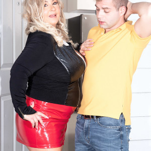 Sandy-haired BIG HOT LADY Amanda Remington uncorks her knockers during seduction action in a spandex mini
