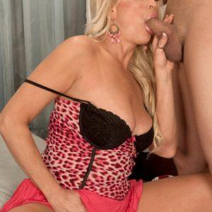 Spectacular sandy-haired grandma Natasha deep-throats on a BIG EBONY PENIS after a seduction vignette in a skirt