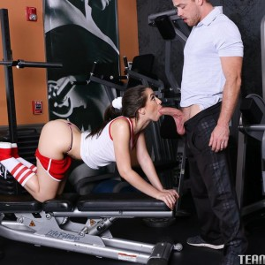 Teen XXX film star Joseline Kelly gets boinked on a gym equipment during a workout