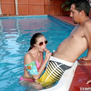 teener pornostar Carolina Sweets partakes in tough sex while in a swimming pool