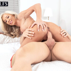 fair-haired cougar Mandy Monroe receives an inside cum shot after seducing her son-in-law