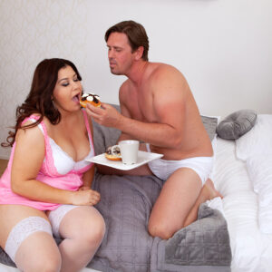 Giant titted fatty Laura Tithapia brings her man breakfast in bed before they screw like Wildlings