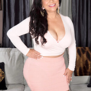 Middle-aged Latina model Victoria Versaci reveals her gigantic ass and hefty boobs
